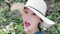 Punya wajah cerah dan tubuh kencang, Liu Yelin yang sudah di atas 50 tahun tampil bak wanita muda. Bahkan sering disangka pacar sang anak. (Foto: Instagram @queenyelin)