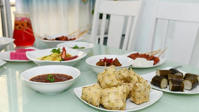 Ketupat is a traditional delicacy served during Eid celebration in South East Asia.