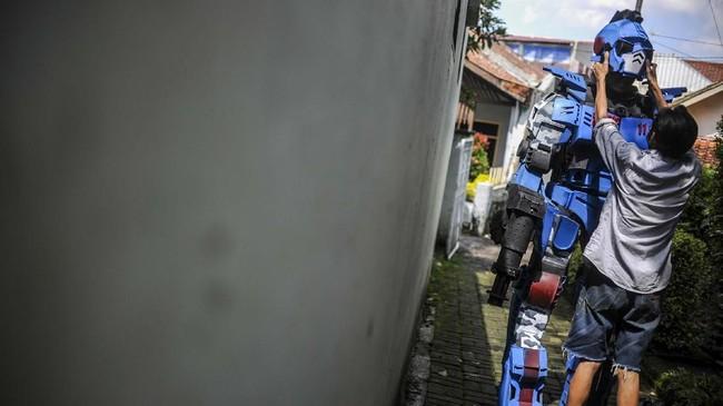 Robot Sikopit bersiap untuk patroli di Sekepanjang, Cikutra, Bandung, Jawa Barat, Senin (4/5/2020).
