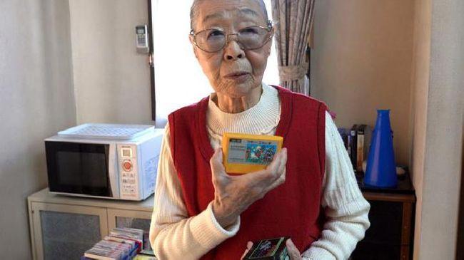 Heboh Nenek 90 Tahun Jadi YouTuber Game Tertua di Dunia