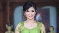Puspa Dewi sempat membuat heboh netizen Indonesia. Wajahnya bagai anak ABG, padahal sudah 53 tahun (Foto: Instagram @puspadewihc)