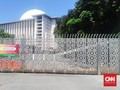 Ancaman Pembangkangan dan Polemik Buka Mal-Masjid saat Corona
