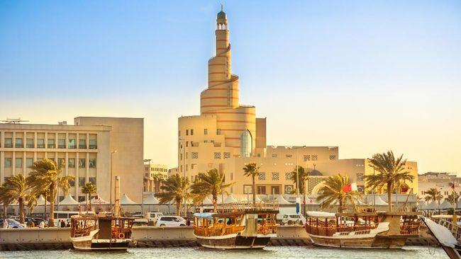 Qatar dan Arab Saudi kembali membuka perbatasan darat usai menjalin kesepakatan mengakhiri ketegangan selama tiga setengah tahun terakhir.