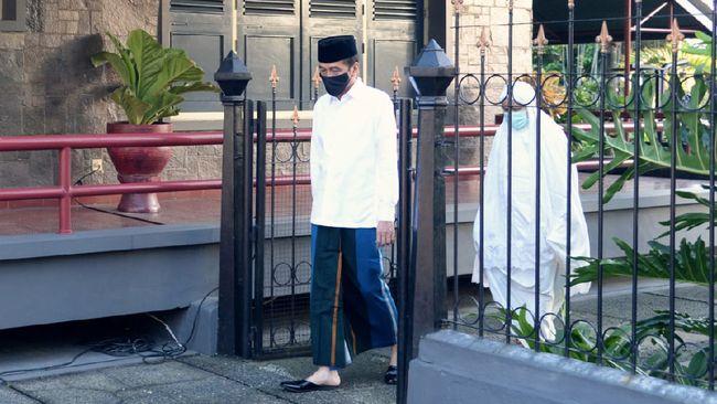 Presiden RI Jokowi bersama ibu negara Iriana, dan putra bungsu mereka Kaesang Pangarep akan menjalani salat idulfitri berjemaah di Istana Bogor besok.