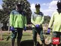 Lebaran Ala Tiga Sekawan Penjaga Pusara Korban Corona