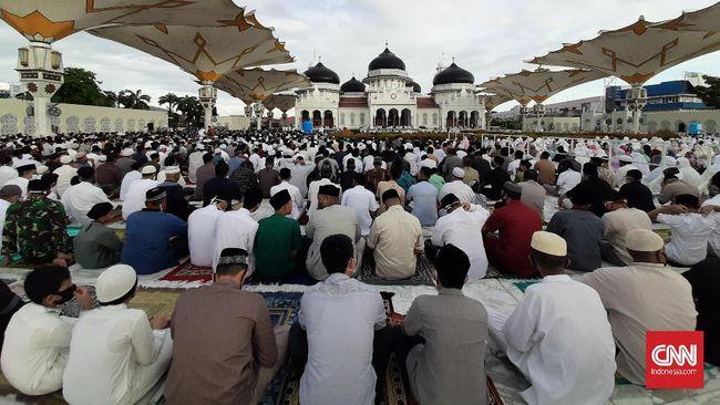 Salat Idulfitri secara berjemaah di masjid atau lapangan dilaksanakan dengan sejumlah syarat dan protokol kesehatan pencegahan Covid-19.