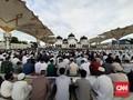 Saf Rapat, Jamaah Salat Idulfitri di Banda Aceh Membludak