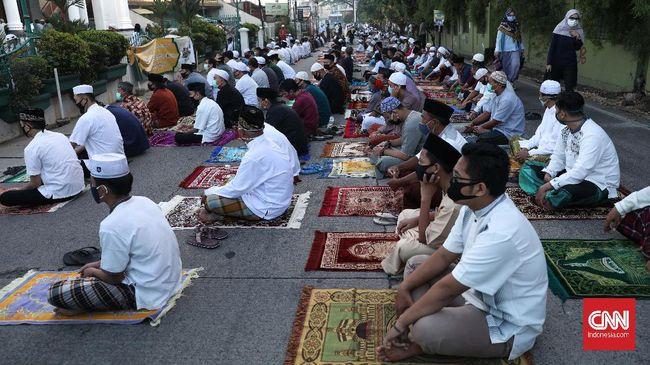 Umat muslim di Kecamatan Nusaniwe, Ambon, menggelar doa bersama untuk Palestina saat melaksanakan salat Ied 1 Syawal 1442 H.
