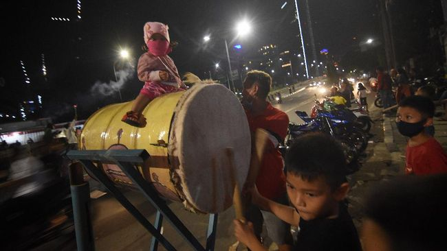 Tradisi bedug lebaran rupanya bermula dari tradisi penggunaan bedug umat Buddha di sejumlah negara di Asia, kemudian terakulturasi umat Muslim di Indonesia.