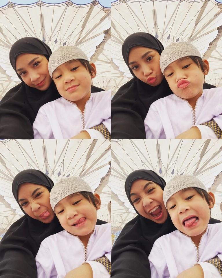 Anak artis pakai baju muslim