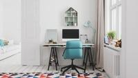 Untuk menciptakan meja kerja yang nyaman namun tetap trendi, Bunda bisa menggunakan kursi kerja dengan warna-warna terang. (Foto: iStock)