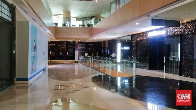 Sejumlah pusat perbelanjaan atau mal di Jakarta terlihat sepi pada hari kedua Lebaran, Senin (25/5)