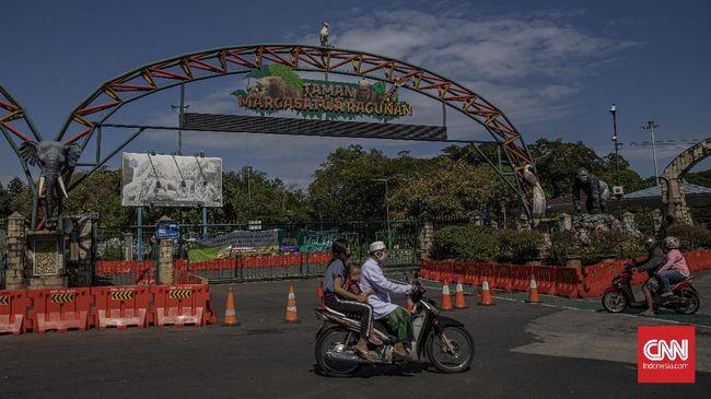 Suasana di Taman Marga Satwa Ragunan saat hari kedua Idulfitri 1441 Hijriah, Jakarta, Senin, 25 Mei 2020. CNN Indonesia/Bisma Septalisma