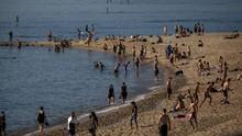 Kematian Corona AS Nyaris 100 Ribu, Warga Tetap ke Pantai
