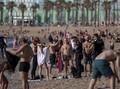 FOTO: Penduduk Eropa Kembali Nikmati Pantai