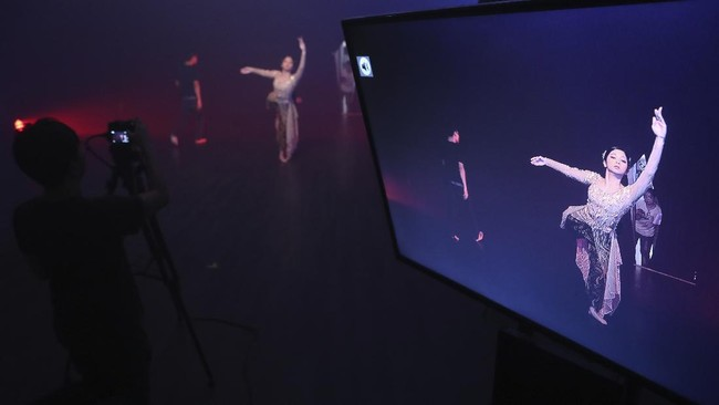 Indonesian dancer Nala Amyrtha performs during a video recording for '