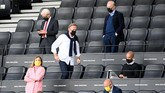 Dortmund's CEO Hans-Joachim Watzke (C) arrives for the German first division Bundesliga football match BVB Borussia Dortmund v FC Bayern Munich on May 26, 2020 in Dortmund, western Germany. (Photo by Federico GAMBARINI / POOL / AFP) / DFL REGULATIONS PROHIBIT ANY USE OF PHOTOGRAPHS AS IMAGE SEQUENCES AND/OR QUASI-VIDEO