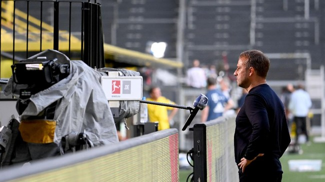 Bayern Munich's German head coach Hans-Dieter Flick gives an interview after the German first division Bundesliga football match BVB Borussia Dortmund v FC Bayern Munich on May 26, 2020 in Dortmund, western Germany. (Photo by Federico GAMBARINI / POOL / AFP) / DFL REGULATIONS PROHIBIT ANY USE OF PHOTOGRAPHS AS IMAGE SEQUENCES AND/OR QUASI-VIDEO