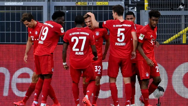 Bayern Munich's German midfielder Joshua Kimmich (C) celebrates scoring with his team-mates during the German first division Bundesliga football match BVB Borussia Dortmund v FC Bayern Munich on May 26, 2020 in Dortmund, western Germany. (Photo by Federico GAMBARINI / POOL / AFP) / DFL REGULATIONS PROHIBIT ANY USE OF PHOTOGRAPHS AS IMAGE SEQUENCES AND/OR QUASI-VIDEO