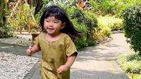 <p>Bentuk wajah gaia yang bulat dan rambut panjang membuat tampilan anak bungsu Aliya Rajasa ini semakin imut. (Foto: Instagram @ruby_26)</p>