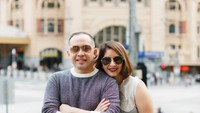 <p>Angie dan Haryo tetap romantis dengan travelling berdua. Wah kemana Kakak Jeremy dan Jasmine ya? (Foto: Instagram @novitaangie)</p>