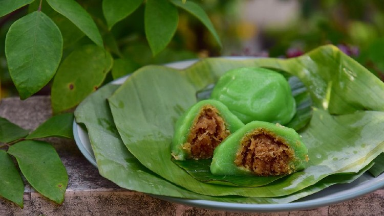 Kue Bugis, Indonesian jajan pasar, traditional snack of glutinous rice flour cake filled with sweet grated coconut, underlined with banana leaf. Popular snack during Ramadan as Takjil