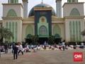 Jumatan Masjid Al Barkah Bekasi, Barisan Salat Hingga di Luar