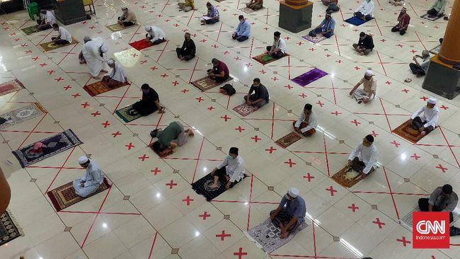 Salat Jumat di Masjid Akbar Al Baraqah Bekasi