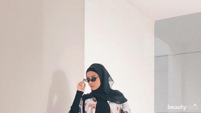 Lebih Nyaman dari Skinny Jeans, Contek Yuk Padu Padan Mom Jeans ala Influencer