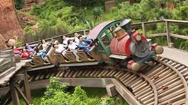 Covid-19, Dilarang Teriak Saat Naik Roller Coaster di Jepang