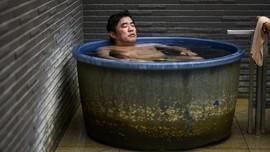 Warga Jepang Kembali Datangi Tempat Pemandian Umum