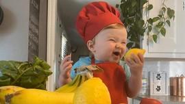 Aksi Chef Kobe, Bayi Satu Tahun yang 'Jago Masak'