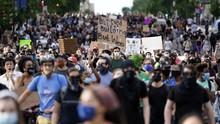 Kepolisian New York Berlutut di Depan Massa Demo George Floyd