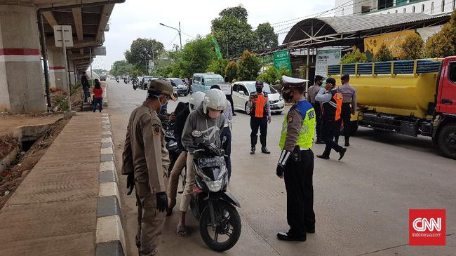 Kakorlantas Istiono mengungkapkan aparat akan berjaga 24 jam untuk memastikan tidak ada warga yang lolos dari pos penyekatan saat larangan mudik berlaku.