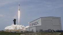 FOTO: Detik-detik SpaceX Luncurkan Astronaut ke Luar Angkasa