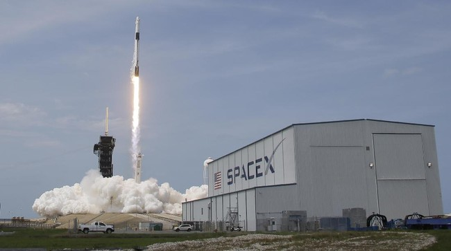 A SpaceX Falcon 9, with NASA astronauts Doug Hurley and Robert Behnken in the Dragon crew capsule, lifts off from Pad 39-A at the Kennedy Space Center in Cape Canaveral, Fla., Saturday, May 30, 2020. The two astronauts are on the SpaceX test flight to the International Space Station. For the first time in nearly a decade, astronauts blasted towards orbit aboard an American rocket from American soil, a first for a private company. (AP Photo/Chris O'Meara)