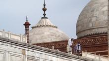 Bagian Bangunan Taj Mahal Rusak karena Badai