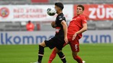 Bayern Munich's French defender Benjamin Pavard (R) and Fortuna Duesseldorf's German midfielder Erik Thommy vie for the ball during the German first division Bundesliga football match FC Bayern Munich v Fortuna Duesseldorf on May 30, 2020 in Munich, southern Germany. (Photo by Christof STACHE / various sources / AFP) / DFL REGULATIONS PROHIBIT ANY USE OF PHOTOGRAPHS AS IMAGE SEQUENCES AND/OR QUASI-VIDEO