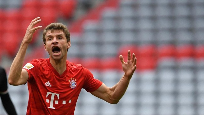 Bayern Munich's German forward Thomas Mueller reacts during the German first division Bundesliga football match FC Bayern Munich v Fortuna Duesseldorf on May 30, 2020 in Munich, southern Germany. (Photo by Christof STACHE / various sources / AFP) / DFL REGULATIONS PROHIBIT ANY USE OF PHOTOGRAPHS AS IMAGE SEQUENCES AND/OR QUASI-VIDEO