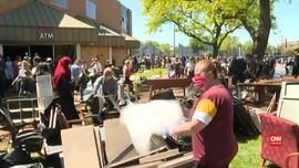 VIDEO: Warga  Bersihkan Kota Usai Protes Kematian Floyd