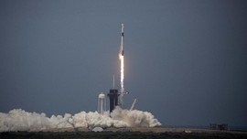 Absen Sejak 2011, SpaceX Bawa Astronaut AS ke Luar Angkasa