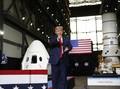 Donald Trump Saksikan Langsung Peluncuran SpaceX Tanpa Masker