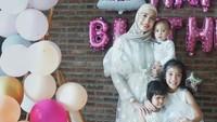 <p>Ketiga anak Fanny Fabrianamemiliki nama Kimora Balqis Badruddin, Kaiza Aqeelah Badruddin, dan Dylan Arrayan Badruddin. (Foto: Instagram @fannyfabriana)</p>