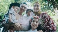<p>Fanny Febriana menikah dengan Zacky Badruddin pada tahun 2011. Dari pernikahan itu keduanya kini dikaruniai tiga orang anak. (Foto: Instagram @fannyfabriana)</p>