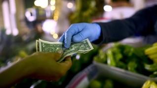 FOTO: Penggunaan Uang Tunai di Tengah Penyebaran Virus Corona