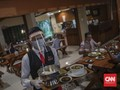 FOTO: Gaya Baru 'New Normal' Makan di Restoran