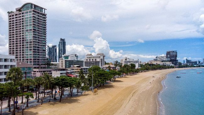 An aerial photo shows the main beach in Pattaya on June 1, 2020. - Authorities lifted coronavirus restrictions for all the beaches in Thailand's Pattaya for the first time in more than two months. (Photo by Mladen ANTONOV / AFP)