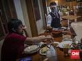 Tips Pakai Masker saat Makan di Restoran