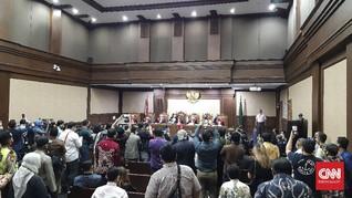 Ruang Sidang Jiwasraya Penuh, Hakim Minta Pengunjung Keluar