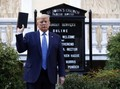 Pose Trump Bawa Alkitab sampai Ribuan Tentara AS Siaga Tinggi